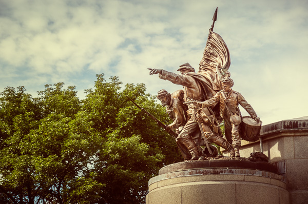 Lincoln_tomb_(Civil_War_statue)